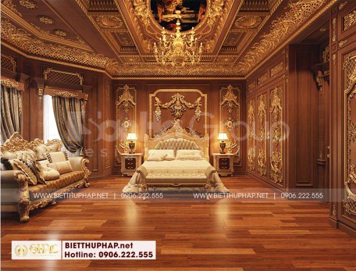 Chiếc giường ngủ thể hiện rõ nét đẹp cổ điển hoàng gia đầy lộng lẫy trong không gian phòng ngủ sang trọng đem đến những phút giây nghỉ ngơi mỹ mãn cho gia chủ